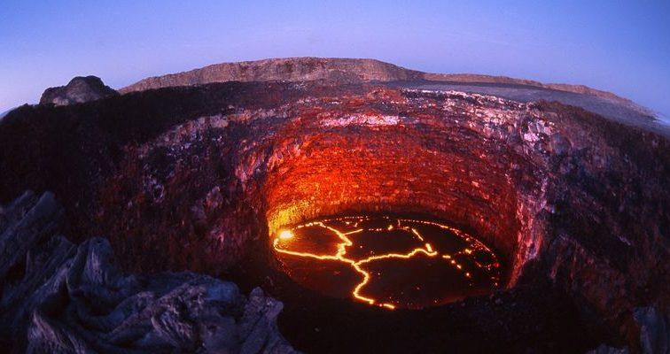 Топ-модель прыгнула в кратер вулкана (ВІДЕО)