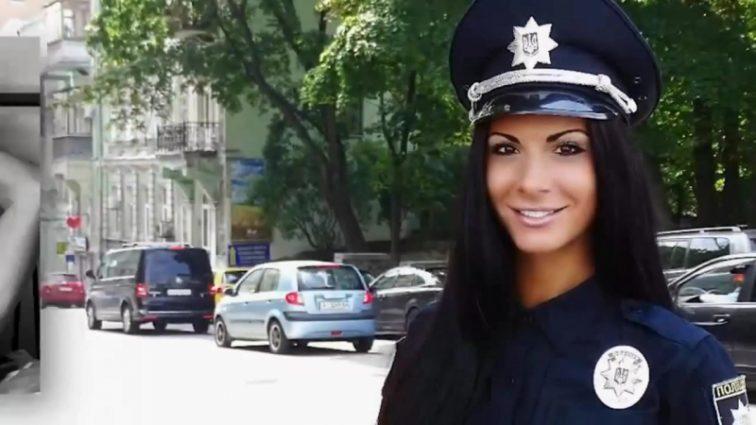 Секс-бомба украинской полиции шокирует новыми откровенными фото
