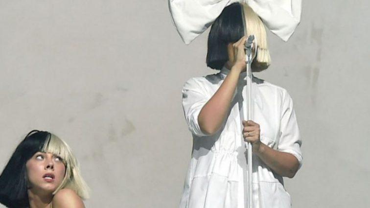 Певица Sia впервые показала лицо (Фото, видео)
