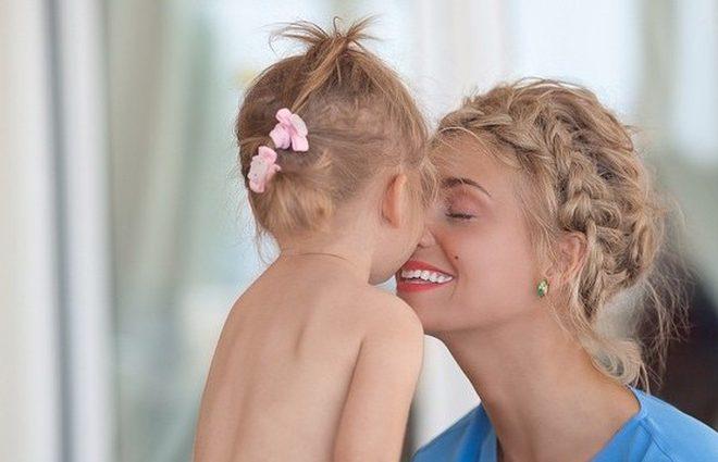 Кристина Асмус поделилась с поклонниками фото подросшей дочери (фото)