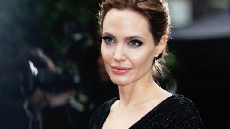 Пластический хирург раскрыл обман Анджелины Джоли