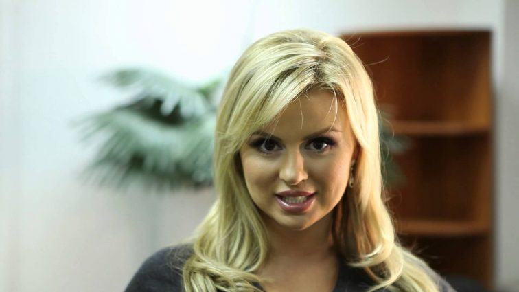 Певица Анна Семенович поразила фигурой в купальнике (ФОТО)