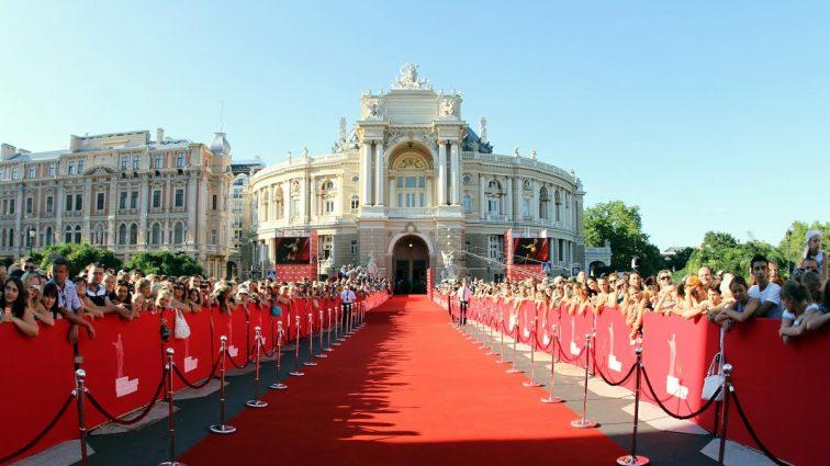 Звезды на красной дорожке Одесского кинофестиваля (фото)