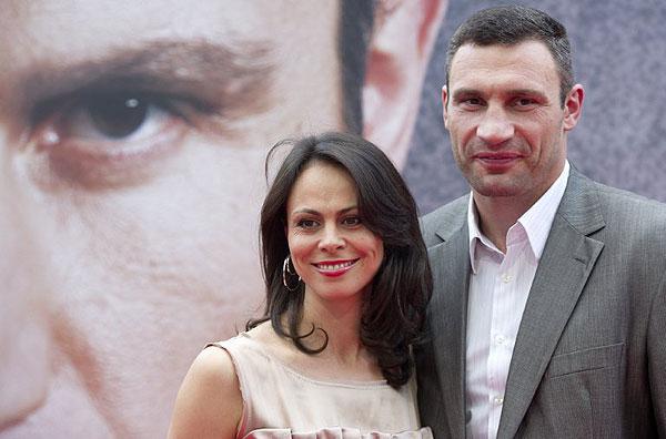 Жена Кличко с мячом между ног (ФОТО)