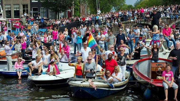 Певица Камалия приняла участие в гей-параде в Амстердаме (ФОТО)