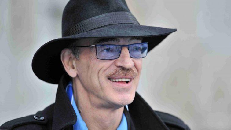 Актер Михаил Боярский предстал без шляпы и с обнаженным торсом (ФОТО)