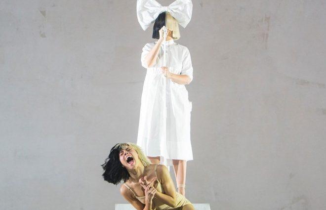 Поклонники Sia подали на артистку в суд из-за её неудачного концерта (фото)