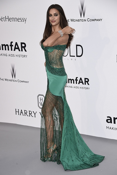 CAP D'ANTIBES, FRANCE - MAY 21:  Model Irina Shayk attends amfAR's 22nd Cinema Against AIDS Gala, Presented By Bold Films And Harry Winston at Hotel du Cap-Eden-Roc on May 21, 2015 in Cap d'Antibes, France.  (Photo by Ian Gavan/Getty Images)