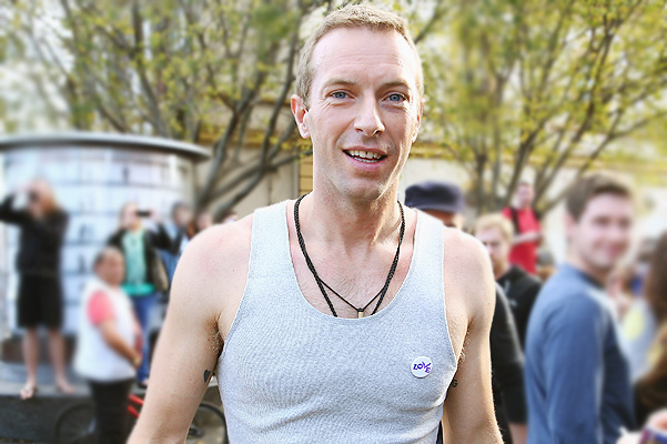 SYDNEY, AUSTRALIA - JUNE 17:  Chris Martin of indie rock band Coldplay is seen shooting a film clip along King Street in Newtown, on June 17, 2014 in Sydney, Australia.  (Photo by Don Arnold/Getty Images)