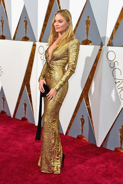 HOLLYWOOD, CA - FEBRUARY 28:  Actress Margot Robbie attends the 88th Annual Academy Awards at Hollywood & Highland Center on February 28, 2016 in Hollywood, California.  (Photo by Frazer Harrison/Getty Images)