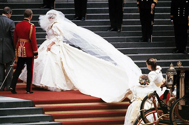 Дизайнер впервые раскрыл секреты платья принцессы Дианы (ФОТО)