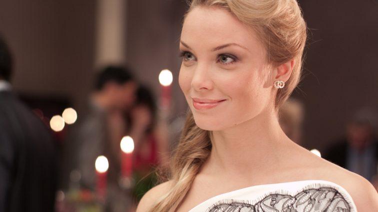 Актриса Татьяна Арнтгольц без трусов превратилась в куртизанку (Фото)