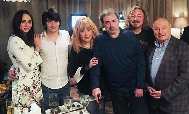 Внук Аллы Пугачевой показал трюки паркура на отдыхе с семьей (ВИДЕО)