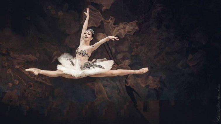 Сексуальная балерина Екатерина Кухар похвасталась соблазнительной фигурой в купальнике (фото)