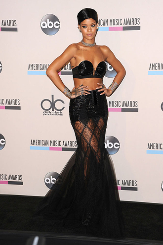 dcd_5502a7789b153___8_2013_nov_24_american_music_awards_rihannas_best_outfits_v