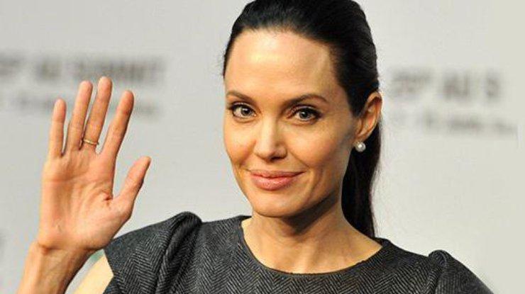 Раритетные фото Анджелины Джоли: как выглядела актриса в 16 лет (ФОТО)