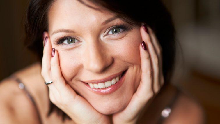 Актриса Екатерина Волкова засветила грудь в откровенном купальнике (фото)