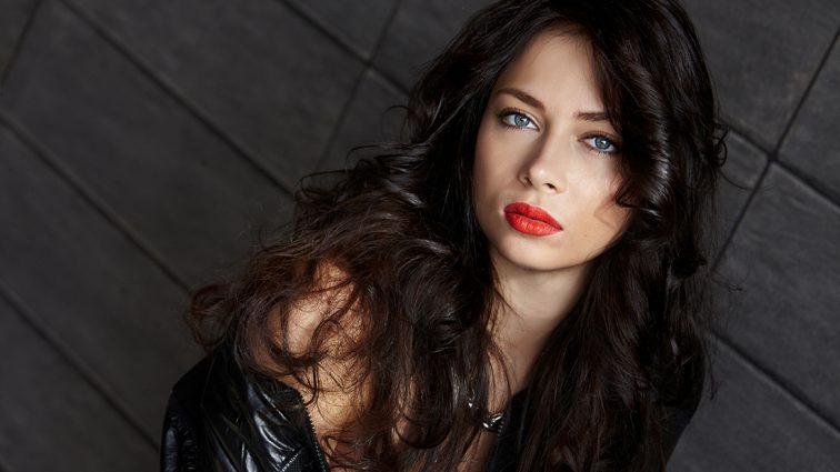 Эпатажная Настасья Самбурская поразила новой стрижкой и неожиданным цветом волос (ФОТО)