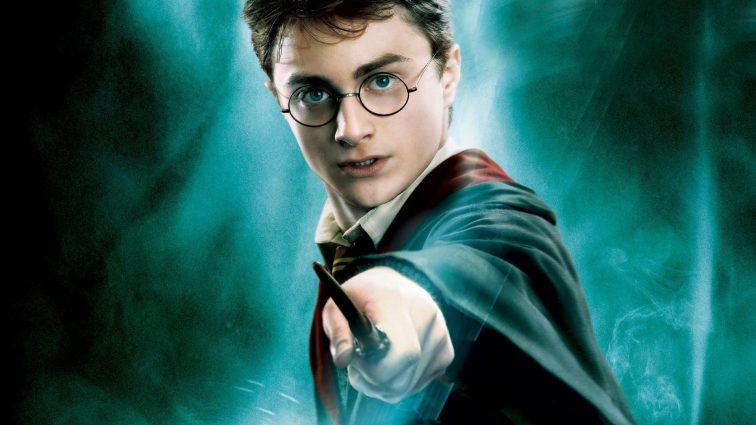 Джоан Роулинг пишет три книги о вселенной Гарри Поттера (ФОТО)