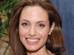 Анджелина Джоли будет зарабатывать на историях о насилии (фото)