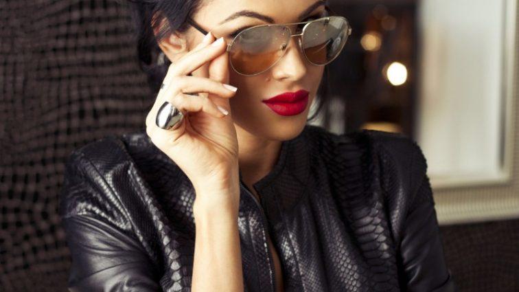 Скандальная модель Олеся Малинская позировала в прозрачном платье (ФОТО)