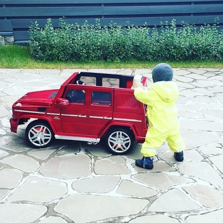 1475039530_presnyakovy-podarili-synu-avto