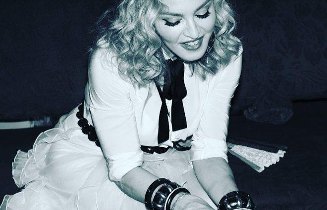 Мадонна голосует обнаженной вслед за Кэти Перри (фото)