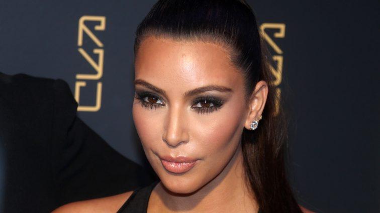 Ким Кардашьян похвасталась дорогущим кольцом с огромным бриллиантом в 15 карат (ФОТО)