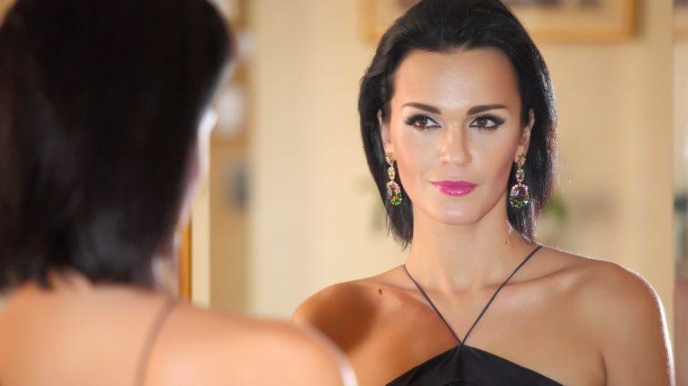 Забыла крем от загара: певица Слава в бикини решила «распугать туристов» (фото)