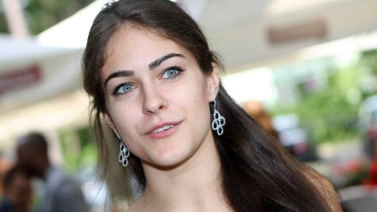 У Маши Собко выпрыгнула грудь с платья на вечеринке (ФОТО)
