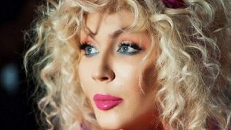 Ирина Билык вышла на сцену с голым задом в стрингах-ниточках и показала жировые складки на спине (ФОТО)