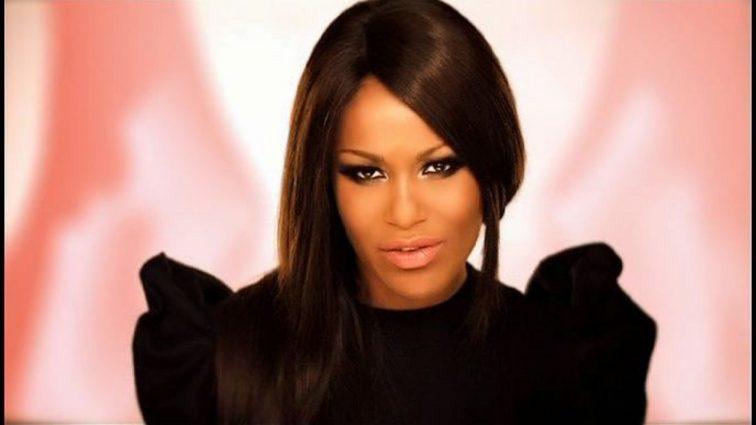 Певица Гайтана вышла в свет с новым возлюбленным (ФОТО)