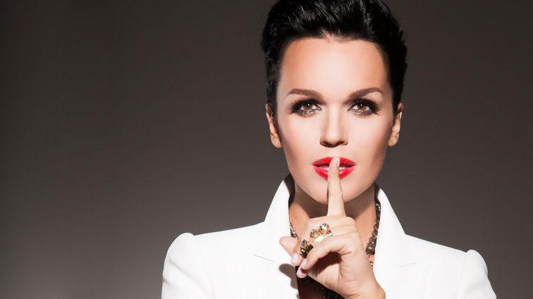 Скандальная певица Слава вышла на сцену полностью обнаженной (ФОТО 18+)