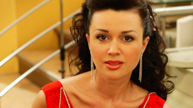 Анастасия Заворотнюк снялась в откровенной фотосессии в постели с дочкой!!! (ФОТО)