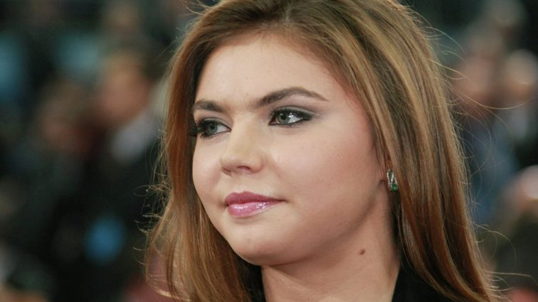 Алина Кабаева задрала ногу и показала свое интимное место (18+)
