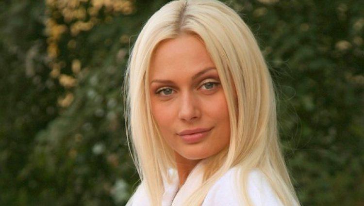 Как испорченное желе: У актрисы Натальи Рудовой сполз с груди купальник (ФОТО)