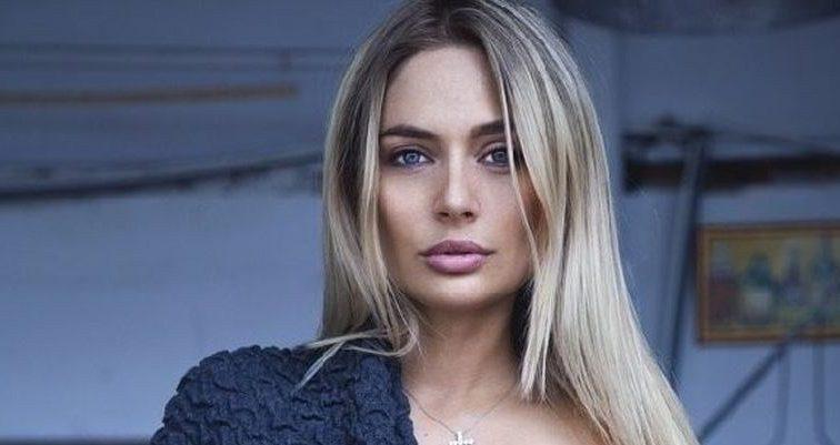Совсе одурела: развратная Наталья Рудова засунула руку в трусы на пляже среди людей и вывалила огромную грудь (ФОТО)