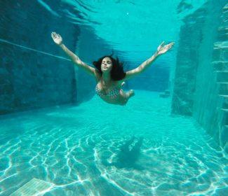 Только здесь ее не было: фотосессия Каменских на пляже и под водой (ФОТО)
