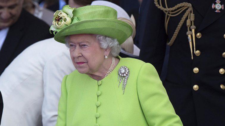 Весь мир об этом говорит: королеву Елизавету II едва не застрелили в собственном саду (ФОТО)