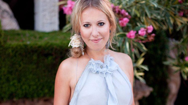Ксения Собчак показала фигуру в купальнике через два месяца после родов (ФОТО)