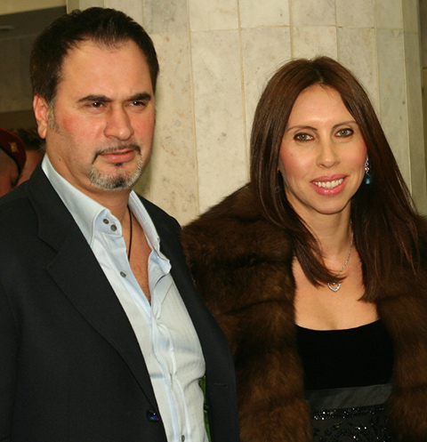 Церемония вручения Х музыкальной премии `Золотой Граммофон`. На снимке: певец Валерий Меладзе с женой и дочкой.