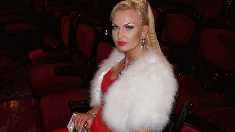 Камалия показала своих очаровательных дочерей в роскошных платьях (ФОТО)