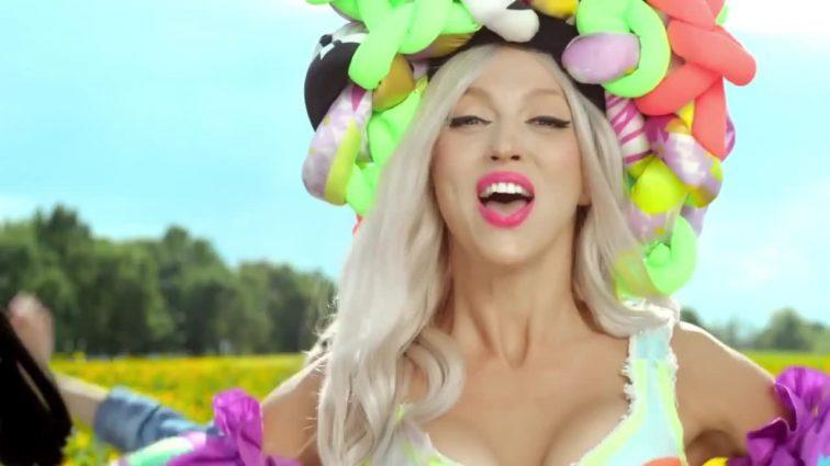 «Теперь будут знать»: эксцентричная блондинка Полякова поразила балийцев своим коронным блюдом (ФОТО)
