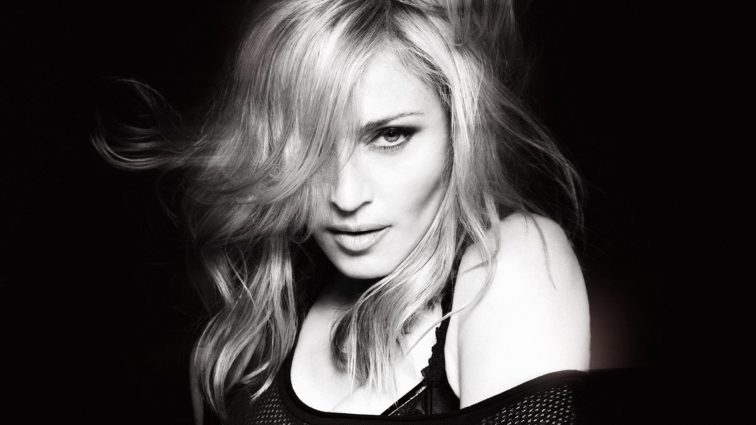 Фанаты очумели от пикантных подробностей нового романа Мадонны