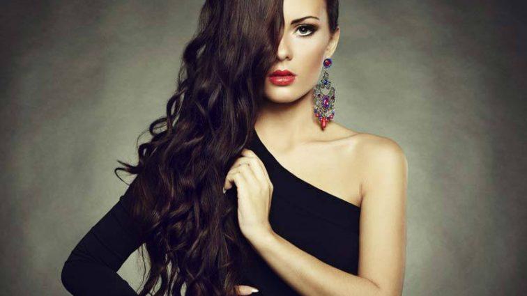 Будьте неотразимы: какой выбрать макияж под черное платье: советы стилистов (ВИДЕО)