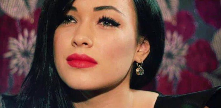 Соблазнительная Надежда Мейхер показала фото без макияжа в откровенном наряде (ФОТО)
