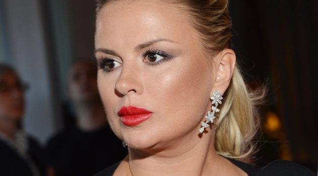 Теперь не отмажишся, фанаты возмущены: Анна Семенович нафотошопила себе грудь-планеты и талию-соломинку (ФОТО)