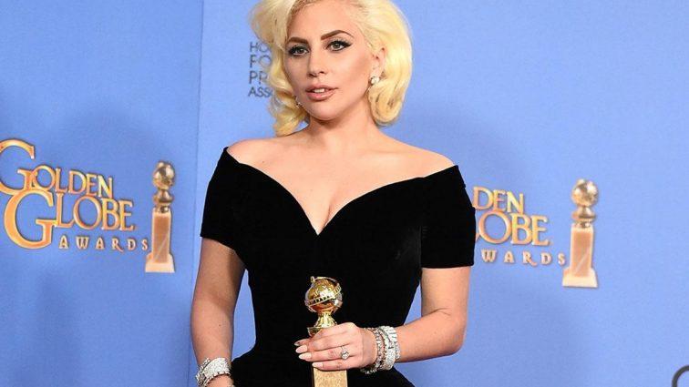 Она скоро лопнет: Леди Гага разочаровала своих поклонников, сильно набрав жирка (ФОТО)