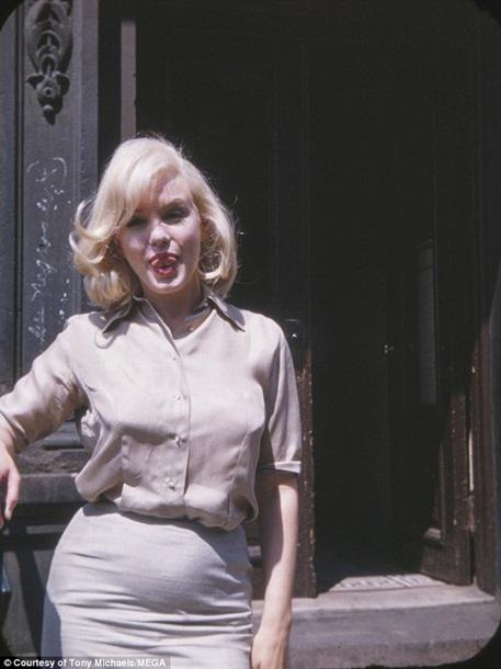 1957671