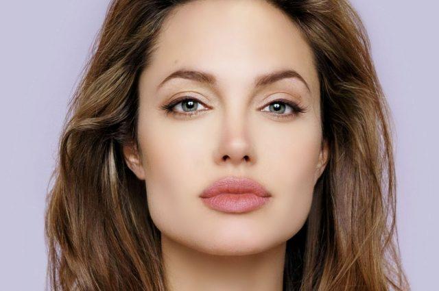 На такое осмелится не каждый: развратная Анджелина Джоли без нижнего белья «засветила» своими «вишенками» (ФОТО, ВИДЕО)